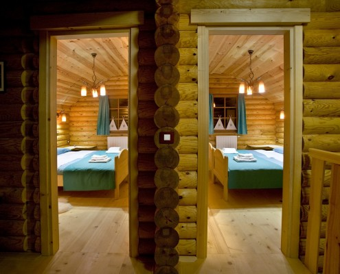 Twin bedded log cabins